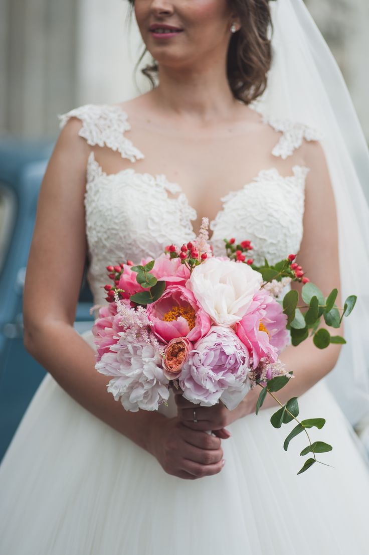 Buchet de mireasa asimetric, cu bujori pastel pastel bouquet Aspiration Events