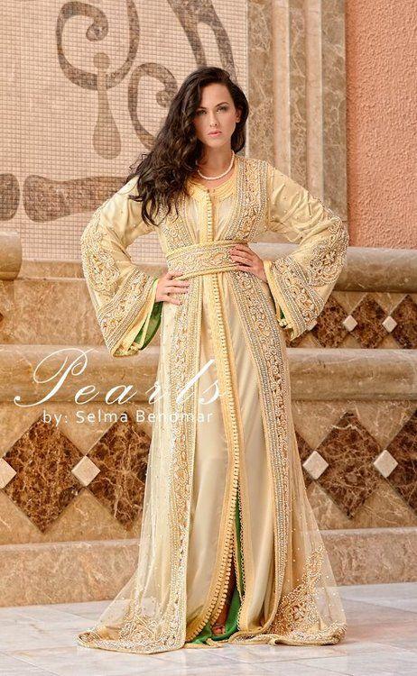 bajunya bagus, dgn hijab lebar & tanpa lahak lebih bagus nampaknya :)