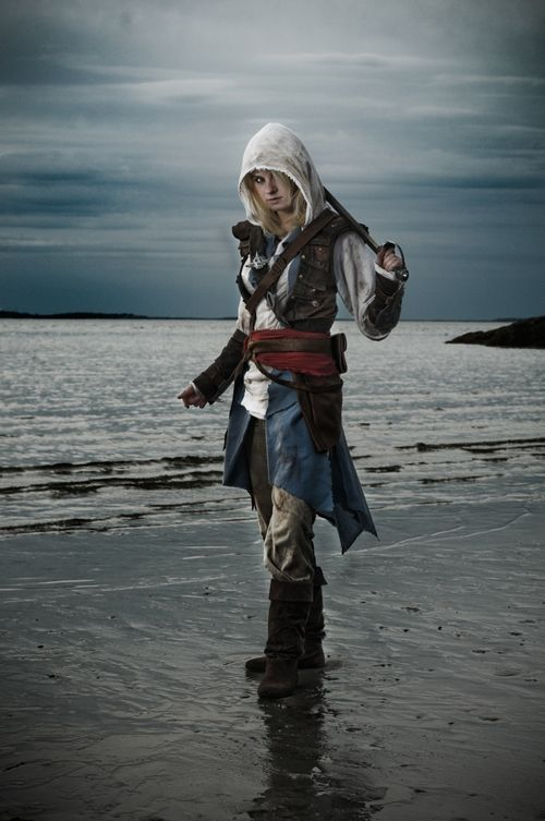 Female Edward Kenway Assassin's Creed Cosplay http://geekxgirls.com/article.php?ID=1356