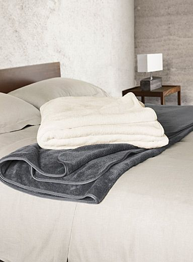 "Exclusively from Simons Maison   Luxurious velvety blanket bordered with an elegant piped trim. Soft, smooth polyester fibre that does not pill.   Dimensions   Twin: 66"" x 90""  Double: 84"" x 90""  Queen: 90"" x 90""  King: 108"" x 90"""