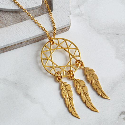 Złoty naszyjnik z łapaczem snów. Zobacz na: https://laoni.pl/zloty-naszyjnik-lapacz-snow #łapaczsnów #złoty #biżuteria #naszyjnik #amulet