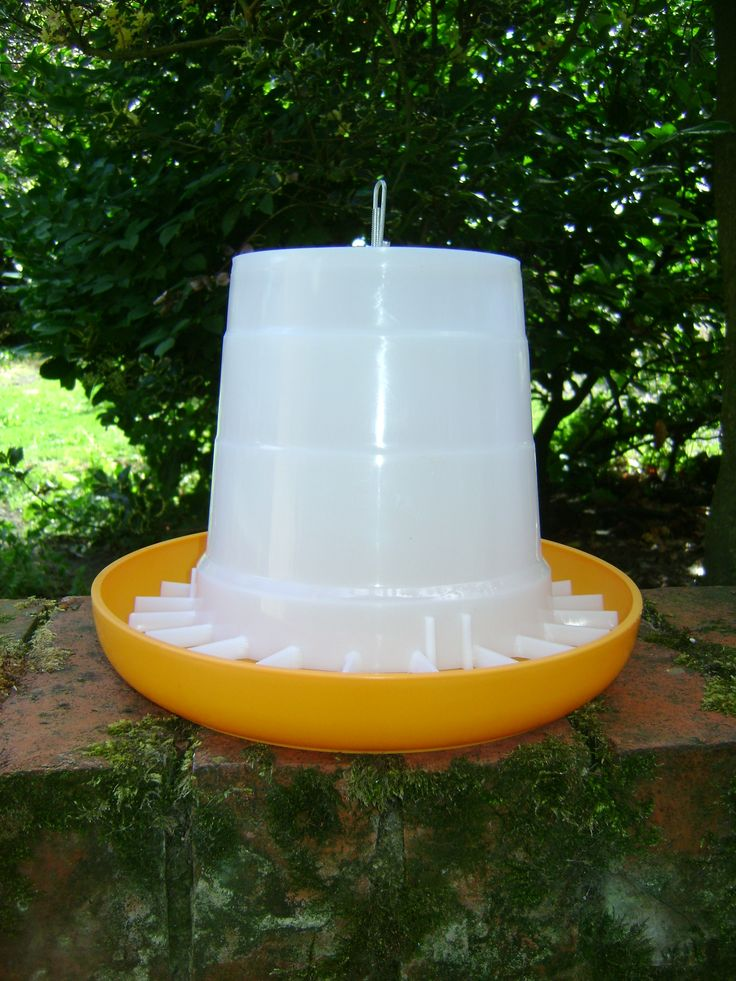 PLASTIC TUBE FEEDER 3KG Quality product manufactured from durable plastic. Anti-scratch bars prevent food wastage. Metal loop on the top so it can be hung up.