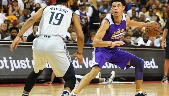 Summer league : pas de finale pour Lonzo Ball -  Déjà privés de Brandon Ingram, les Lakers défieront les Blazers cette nuit sans leur rookie vedette, Lonzo Ball. Touché au mollet lors d'un sprint dans le 3e quart-temps de la… Lire la suite»  http://www.basketusa.com/wp-content/uploads/2017/07/ball-sl-demi-1-570x325.jpg - Par http://www.78682homes.com/summer-league-pas-de-finale-pour-lonzo-ball homms2013 sur 78682 home