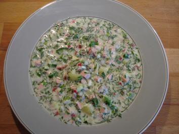 Das perfekte Okroschka (russische kalte Suppe)-Rezept mit einfacher Schritt-für-Schritt-Anleitung: Frühlingszwiebeln und Dill fein schneiden, in einen…