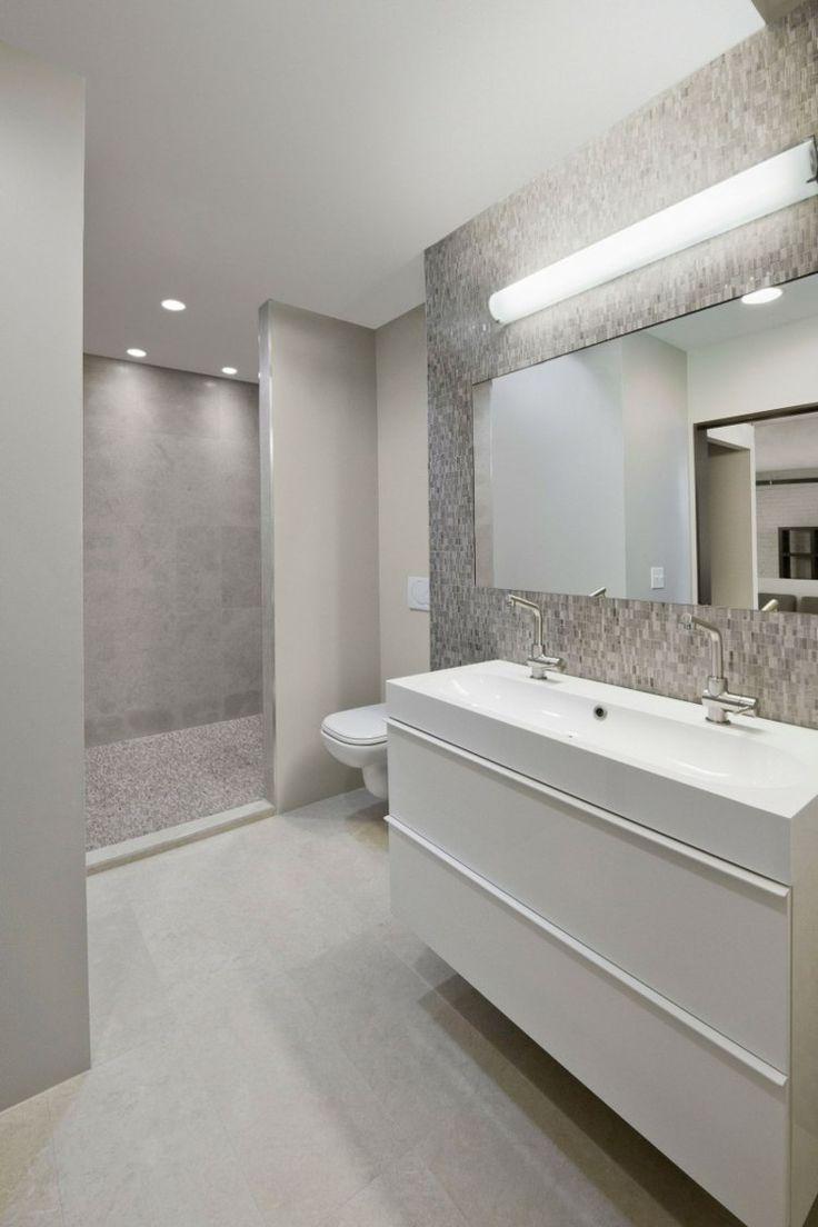 idée de déco de salle de bain en blanc et gris