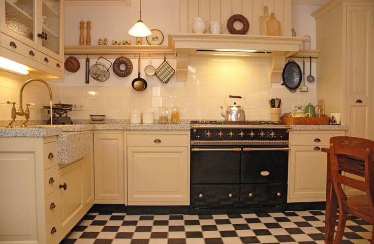 Landelijke hoekkeuken van Variant Keukens met schitterende AGA cooker