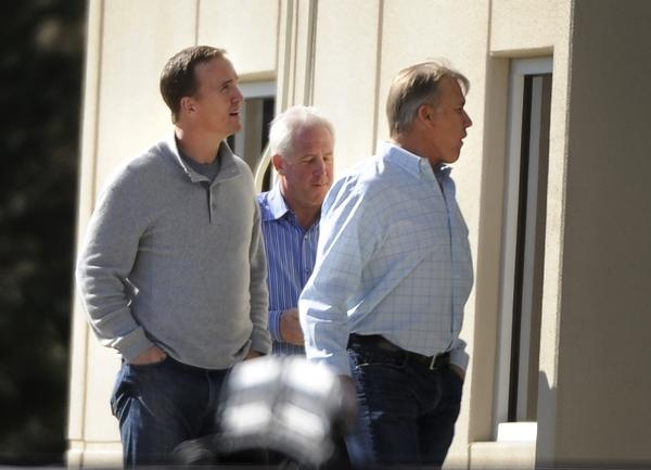 Peyton Manning arrives at Broncos headquarters to talk with Elway, Fox