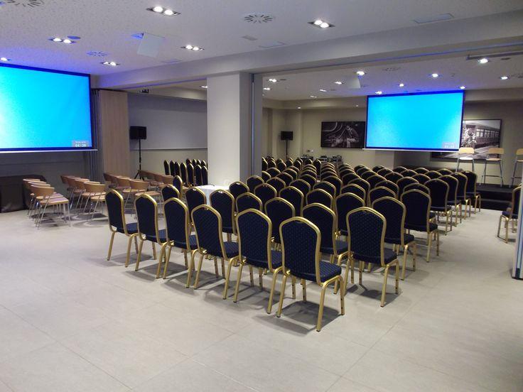 Sala de reunión, doble pantalla