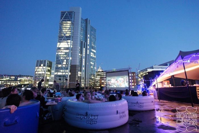 Hot Tub Rooftop Cinema at the Rockwell House in London. Very special open cinema.