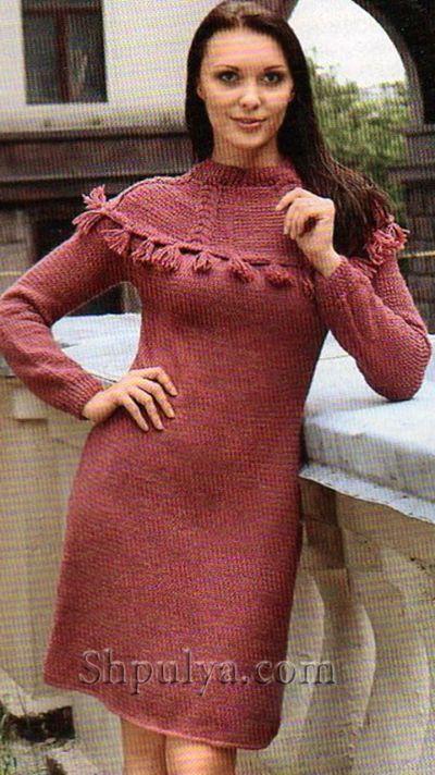 Вишневое платье с круглой кокеткой