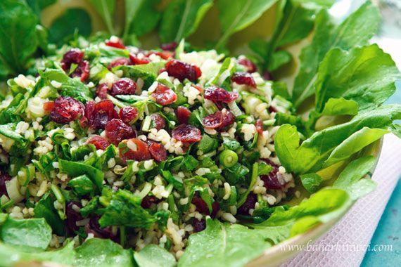 Rokalı ve Yaban Mersinli Bulgur Salatası