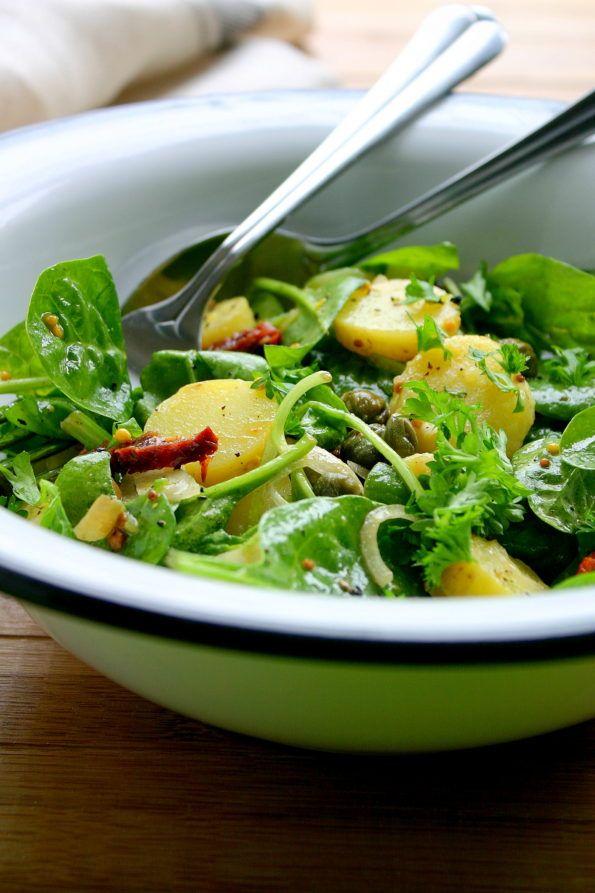 Sałatka z młodymi ziemniakami, szpinakiem, kaparami i suszonymi pomidorami – Even Better Food