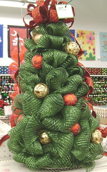 A.C. Moore Deco Mesh Tree with ornaments #decomesh  #christmas
