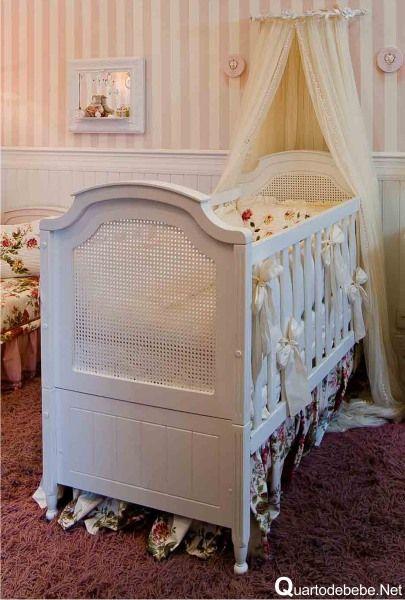 Quarto de bebê com papel de parede rosa listrado  Quartos, Bebe and Search