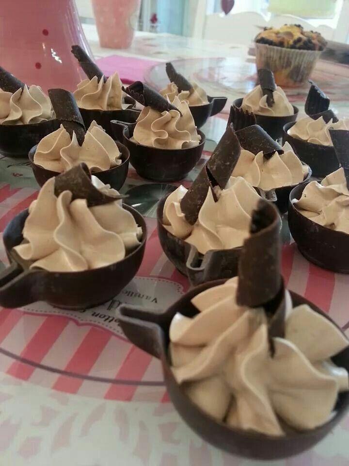 Tazzine di cioccolato con mousse nutella
