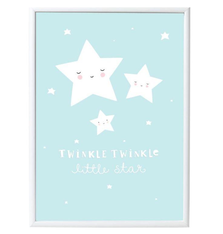 Poster Sterren 50 x 70 cm Prachtige poster met een lieve sterren op een mooie light blauwe achtergrond met de tekst 'Twinkle twinkle little star'. Zo cute voor elke kinderkamer of speelkamer! De poster is 50 x 70 cm en is gedrukt op mooi kwaliteitspapier. Staat prachtig in een lijst of met gekleurde tape aan de muur. Merk: alittlelovelycompany  Materiaal: 170 grams papier Afmetingen: 50 x 70 cm Deze poster is geschikt voor onze posterhanger 50 x 70 B2 formaat