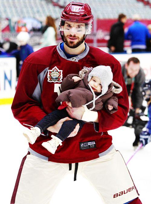 Ryan Kesler • Vancouver Canucks • He's holding Kinsley!!!