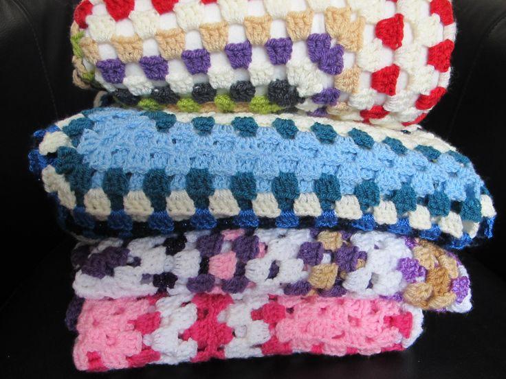En hier is het bescheiden stapeltje zelfgemaakte dekens!! Er volgen er ongetwijfeld meer, want het is zo leuk om te doen!