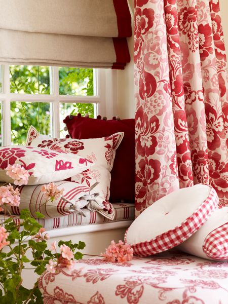 Reds and whites.  RED has always been one of my favorite colors!  I love touches of red in my house... so bright and pretty!