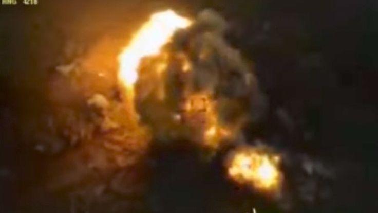Video: Aviones rusos destrozan una columna del Estado Islámico ... - RT en Español - Noticias internacionales