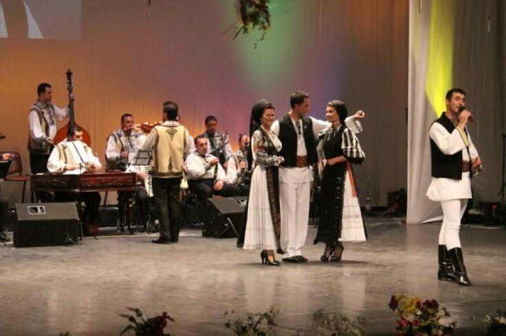 """Festivalul - Concurs Naţional al Tinerilor Interpreţi de Muzică Populară """"Vară, Vară, Primăvară"""" va purta numele regretatei Lucreţia Ciobanu http://antenasatelor.ro/destine-rom%C3%A2ne%C8%99ti/8870-festivalul-concurs-national-al-tinerilor-interpreti-de-muzica-populara-%E2%80%9Evara,-vara,-primavara%E2%80%9D-va-purta-numele-regretatei-lucretia-ciobanu.html"""