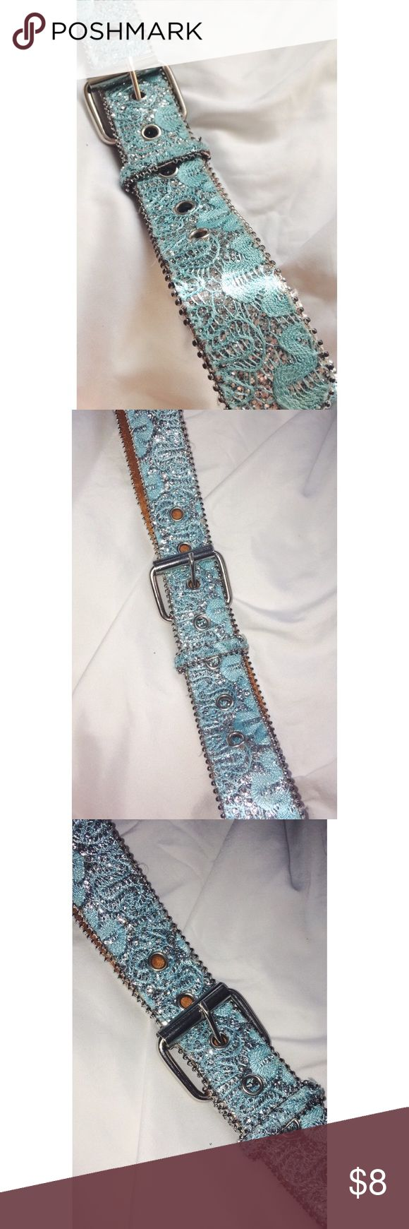 Turquoise silver sparkly belt genuine leather Sparkly turquoise belt! Really pretty color... picture without flash and then with. Genuine leather Accessories Belts