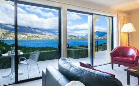 Villa del Lago, New Zealand