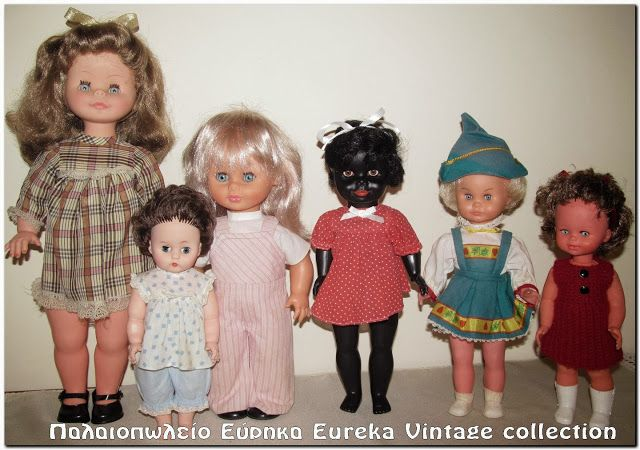 Διάφορες κούκλες, από διάφορες δεκαετίες.