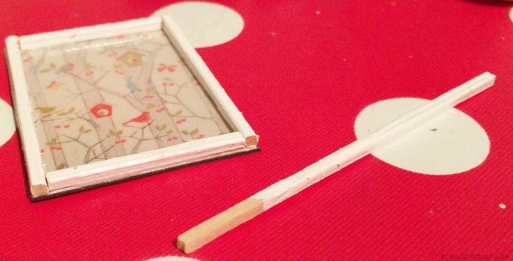 Fixa tavlor och fotoramar till dockskåpet