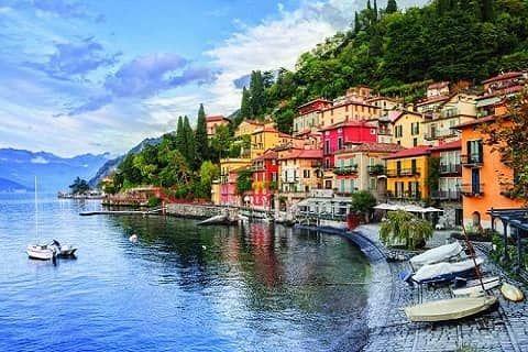 Danau Como terletak di Lombardy, Italia. Danau Como memiliki luas wilayah 146 kilometer persegi yg menjadikannya danau terbesar ketiga di Italia, setelah Danau Garda dan Danau Maggiore. Dengan kedalaman 400 meter, danau Como juga merupakan danau terdalam di Eropa.