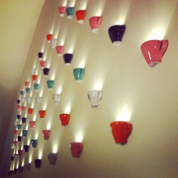 Coffee to go?! #coffee #kaffee #cup #coffeecup #wall #vienna