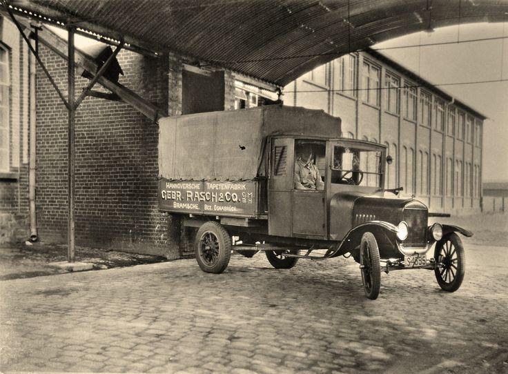rasch truck around 1930 mit viel. Black Bedroom Furniture Sets. Home Design Ideas