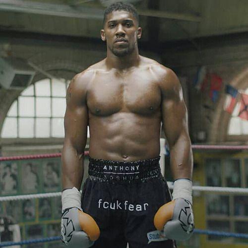 Anthony Joshua  peso pesado 1,98 m 106 kg
