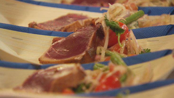 Seared Tuna with Green Papaya Salad  http://masterchefrecipe.net/seared-tuna-with-green-papaya-salad/