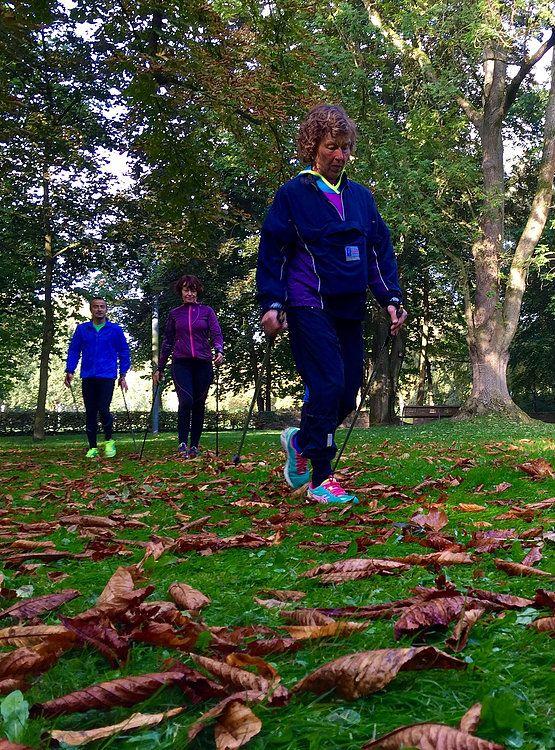 """Neuer Kurs """"K10_NORDIC""""  (Aufbaukurs Nordic Walking Fortgeschrittene) #K10_Nordic #Nordic_Walking #Nordic_Jogging #Gesundheitssport #Ausdauer #Herz_Kreislauf #Fitness. Kursziel: 10 km unterbrechungsfrei und entspannt, im dynamisch progressiven Wechsel fließend, aber sanft, Nordic Walking und Nordic Jogging praktizieren zu können. Modus: ambitionierter Gesundheitssport, nicht Leistungssport."""