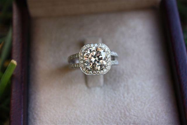 yea something like this :)Cushions Halo, Canary Diamonds, Beautiful, Diamonds Rings, Future Husband, Wedding Rings, Dreams Rings, Boyfriends, Engagement Rings