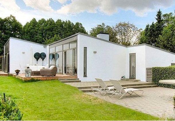 Nu får du snart råd til at købe Brian Laudrups villa   Bobedre.dk