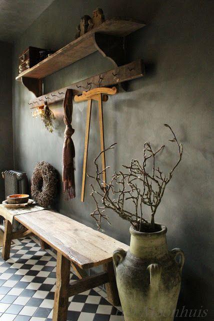 REPIN WOONINSPIRATIE. • Diverse soorten effen en pastel behang verkrijgbaar bij De Behangwinkelier • http://www.debehangwinkelier.nl/ • Woon inspiratie • Decoratie • Green • Hallway
