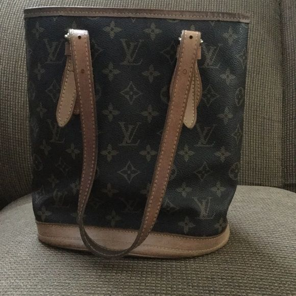 Authentic Louis Vuitton bucket bag Used missing little make up bag inside willing to negotiate Louis Vuitton Bags Totes