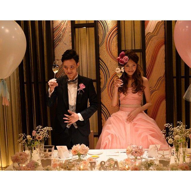お気に入りの#グラスドレス を付けたシャンパングラスで♡ *:.。. 乾杯.。.:*    #Wedding#結婚式#ウェディング#bridal#ブライダル#披露宴#乾杯#カラードレス#高砂#メインテーブル#装花