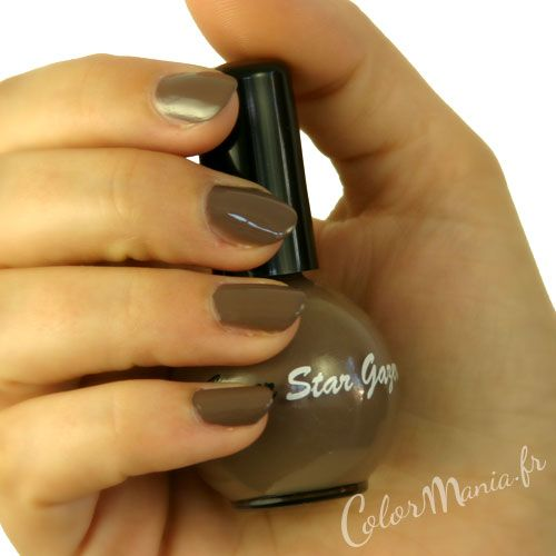 Manucure Vernis à Ongles Taupe Stargazer - (c) Color-Mania (http://www.color-mania.fr/boutique/vernis-ongles-taupe/)