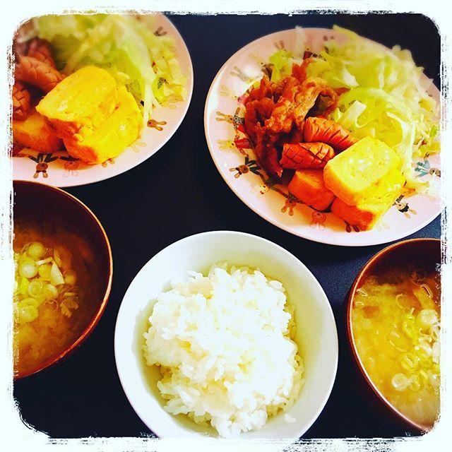 昼ご飯★ゆなと食べまする  #子肉 #玉子焼き #ウィンナー #レタス #だいこんのお味噌汁  #うち飯#うちごはん#たまご#肉#鶏肉#ちばらいす#親友#大好き