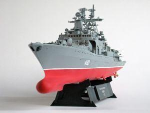 """Model rosyjskiego niszczyciela rakietowego, przeznaczonego do zwalczania okrętów podwodnych. Długość modelu 47 cm. W zestawie śmigłowiec Ka-27. Model plastikowy, ręcznie złożony i ręcznie pomalowany w skali 1:350.   """"Udaloy"""" (061945) - This is model of Russian Navy Destroyer. Lenght 47 cm (centimetres). Includes helicopters Ka-27. Plastic model, hand-glued and hand-painted, 1:350 scale models."""
