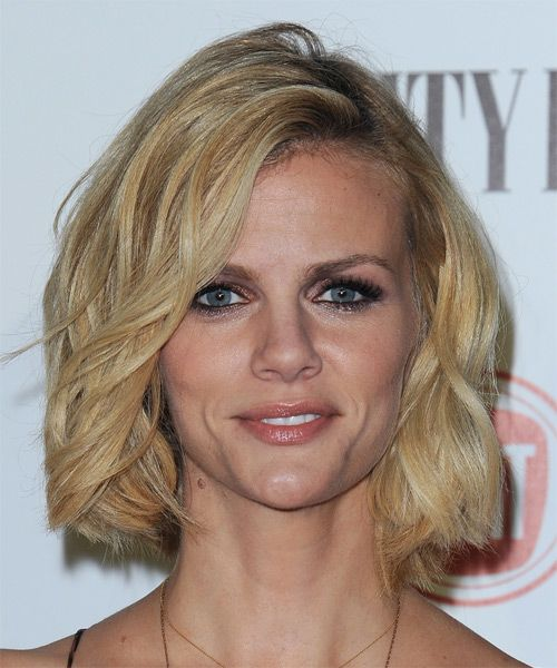Brooklyn Decker Hairstyle - Medium Wavy Casual - Light Blonde