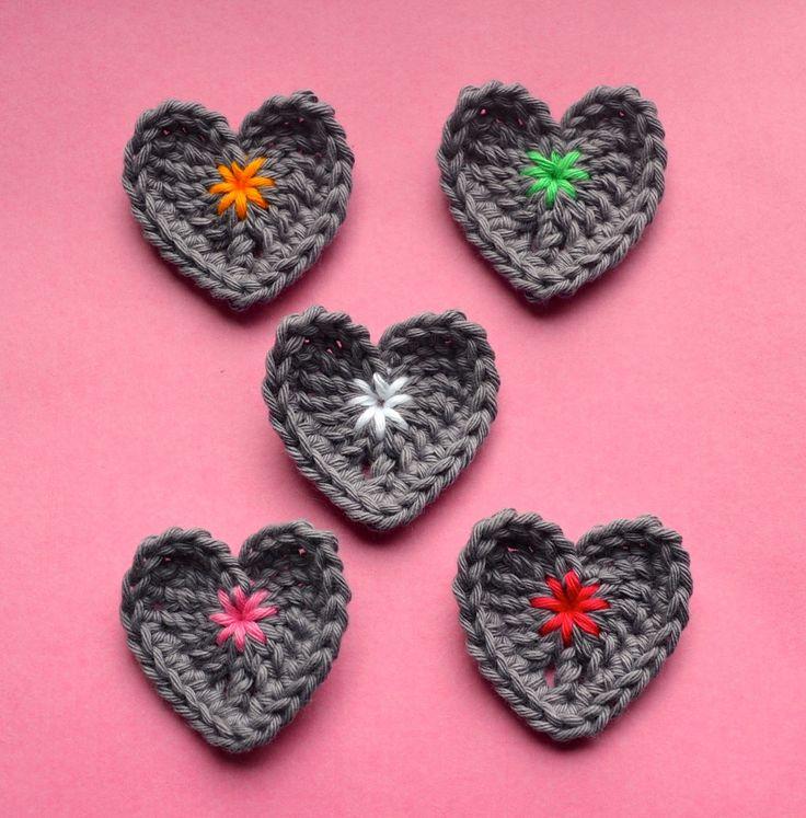 FREE PATTERN ~ vicarno's Mom: Hearts hooks free haakpatroontje / crocheting little hearts: free crochet pattern