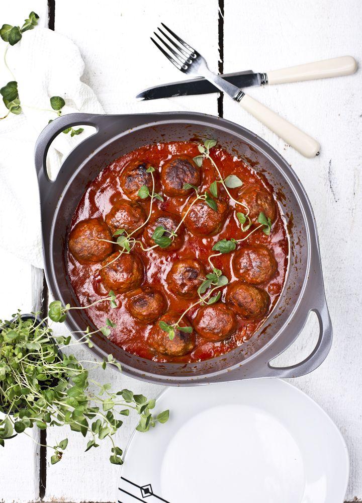 Kuchenne Szaleństwa: Aromatyczne klopsiki wołowe w pomidorowym sosie