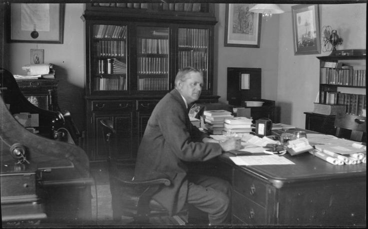 304410PD: Dr Battye in his office https://encore.slwa.wa.gov.au/iii/encore/record/C__Rb1969926