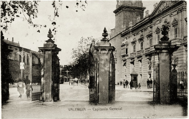 Plaza Tetuan desde la desaparecida valla de los Jardines de La Glorieta. 1915