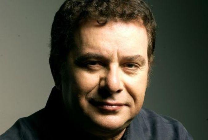 Ο Μανώλης Μητσιάς είναι Έλληνας τραγουδιστής με σημαντική καλλιτεχνική παρουσία στο λαϊκό, ελαφρολαϊκό και έντεχνο τραγούδι