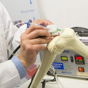 """3D-printing BioPen """"draws"""" with living cells  to repair damaged bones"""